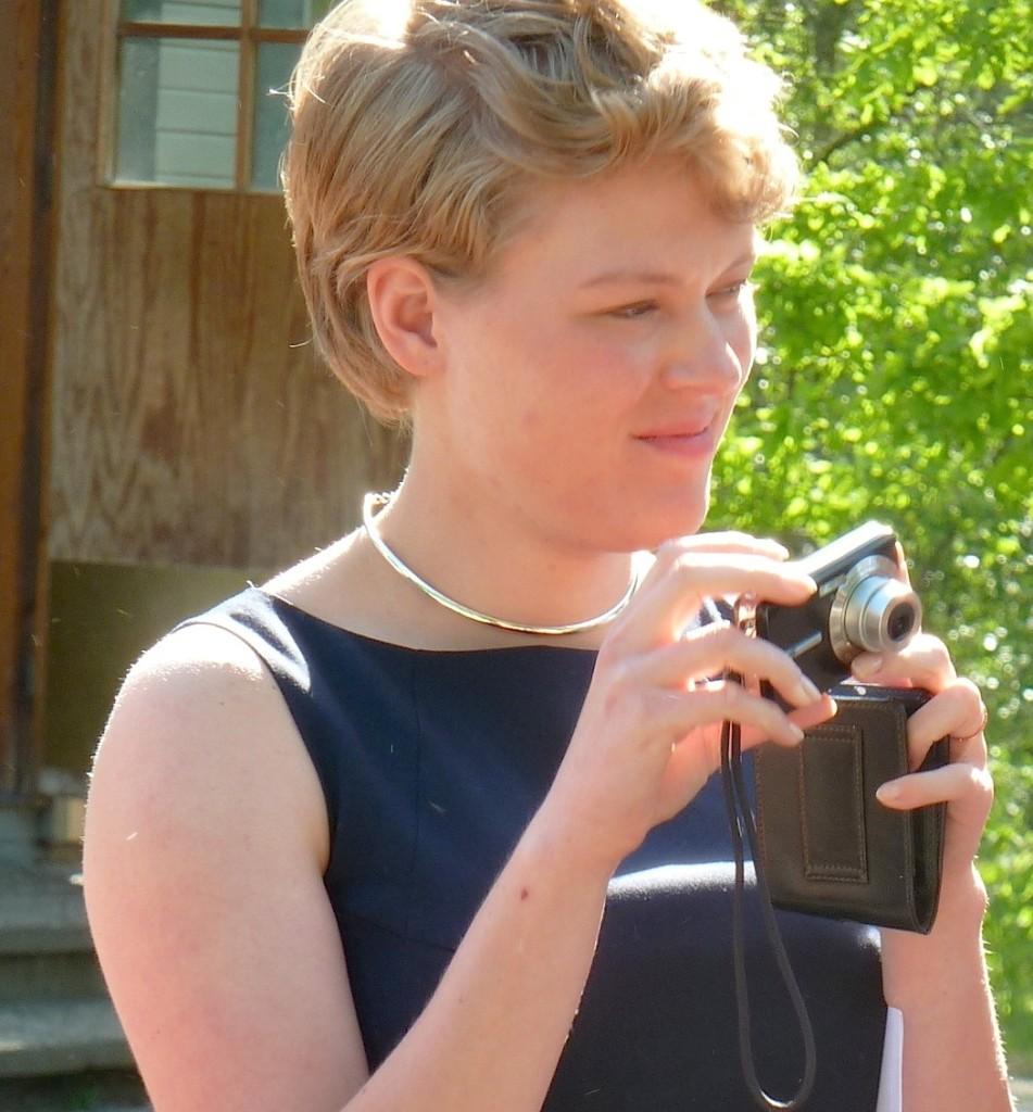 8Anna-Camera2